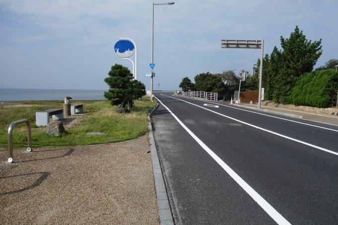 宍道湖畔の道路