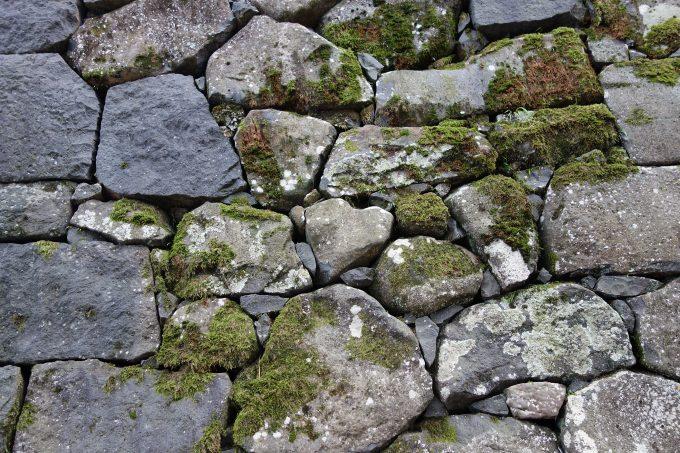 松江城の石垣にあるハート型の岩