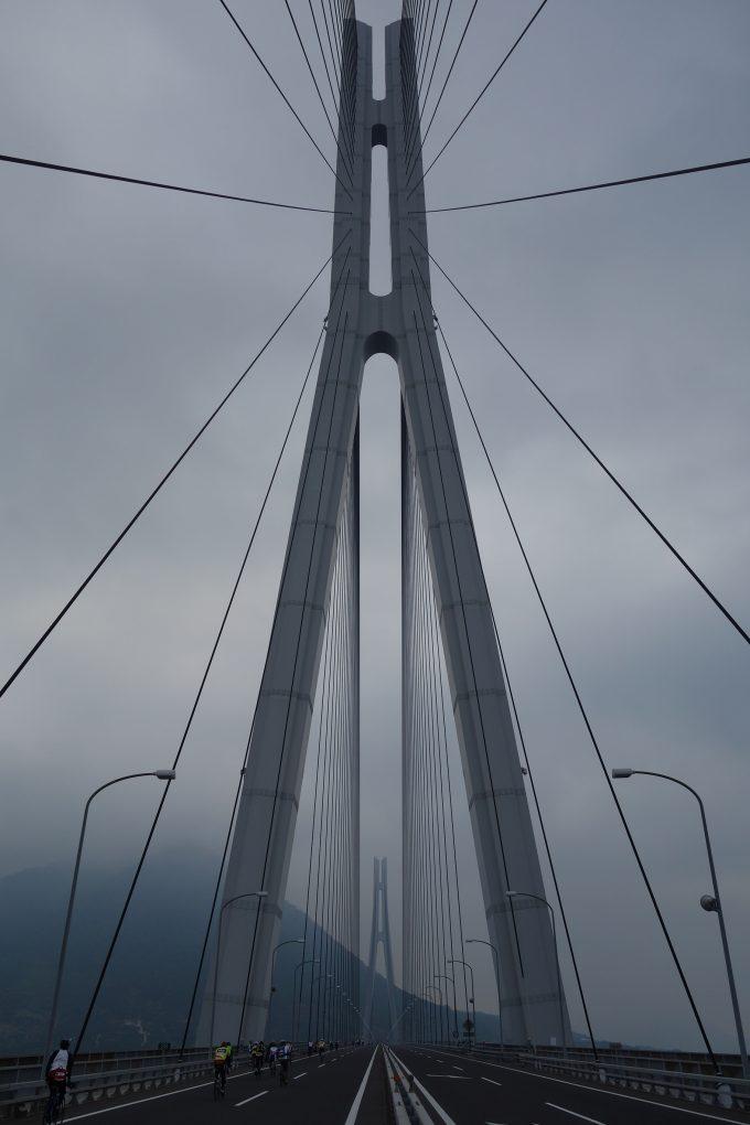 サイクリングしまなみ 多々羅大橋の高速道路を走る写真