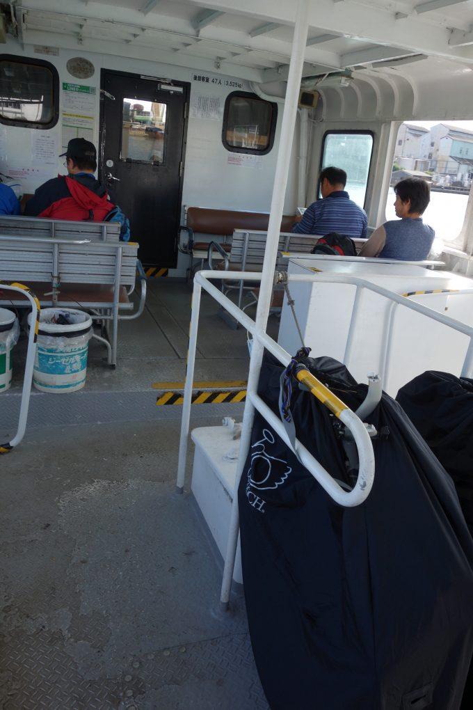三原港から生名港までの船旅。自転車は輪行袋に入れます。