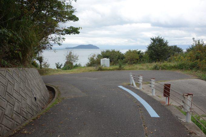 山の奥の細い道でも、ブルーラインがあると安心
