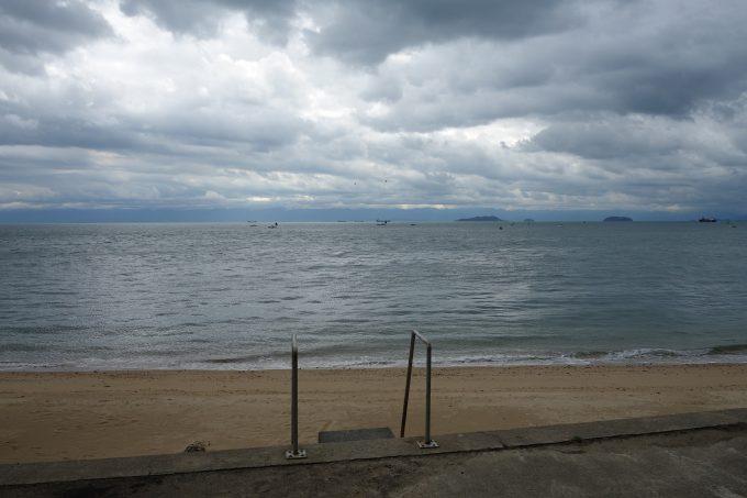 佐島・Uターンブルーラインの渚