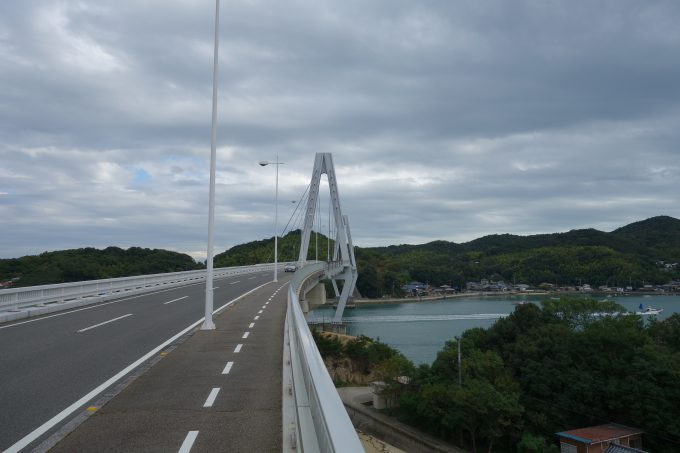 ゆめしま海道・弓削島に渡る弓削大橋。