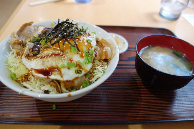 岩城島のブランド豚「レモンポーク」を使った、レモンポーク丼