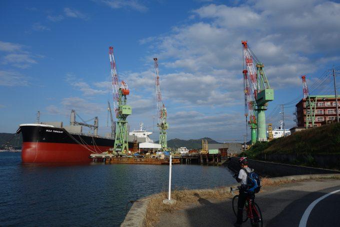 岩城島の造船所。波も穏やかなので、屋外での造船。