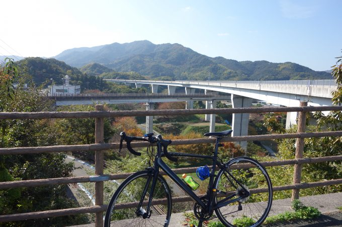 しまなみ海道サイクリングの途中。山の景色も絶景