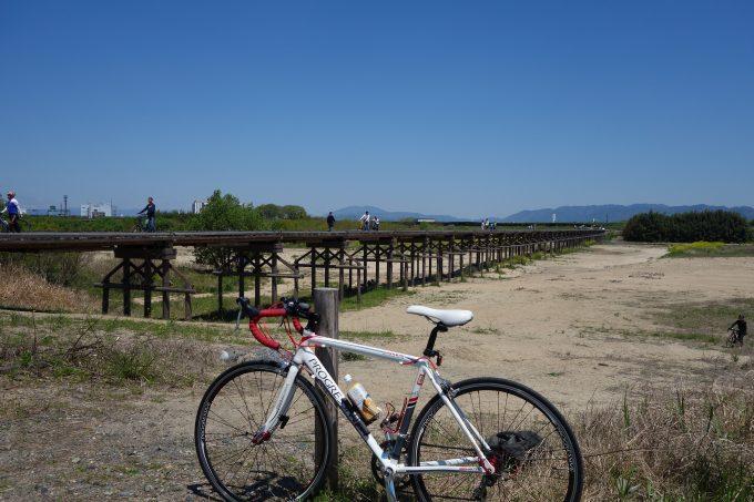 木津川の流れ橋とロードバイク