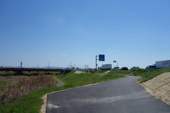 御幸橋 河川敷からの通路
