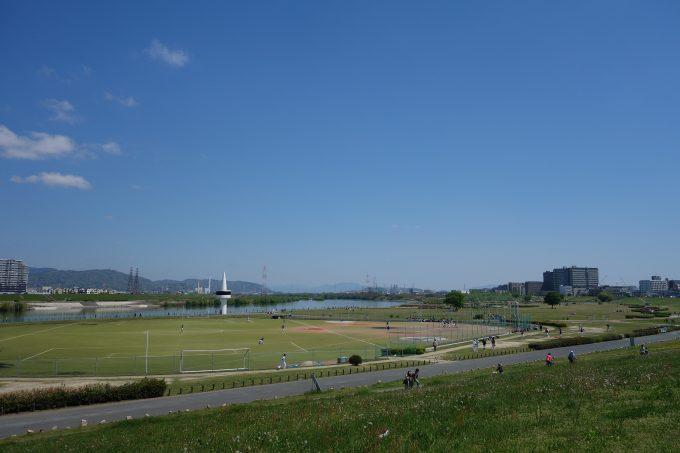 枚方大橋から見る淀川河川敷公園
