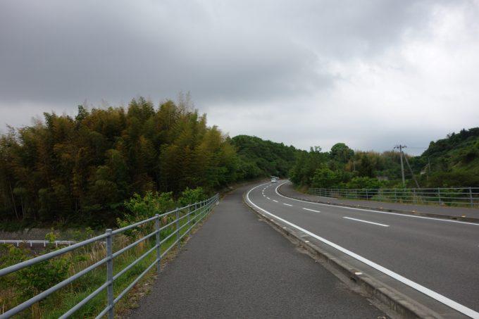 イオンモール今治新都市手前の道路
