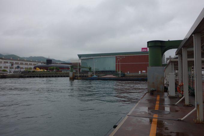 呉港から見る「てつのくじら館」