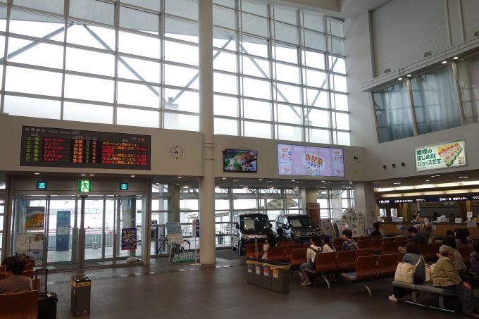 広島-呉-松山のフェリー航路 松山観光港待合フロア