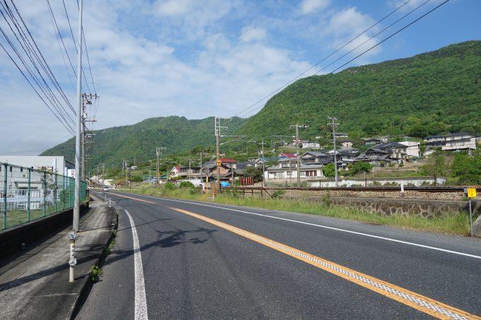 さざなみ海道 尾道付近 道路と線路