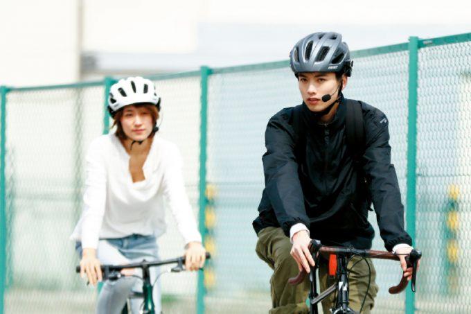 サイクリング中でも会話できる!ヘルメットに貼るだけの超軽量インカム