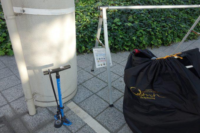 松山空港 サイクルステーションの空気入れ