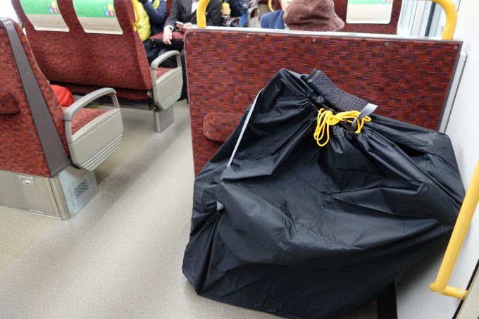 縦型輪行袋を置いたイメージ