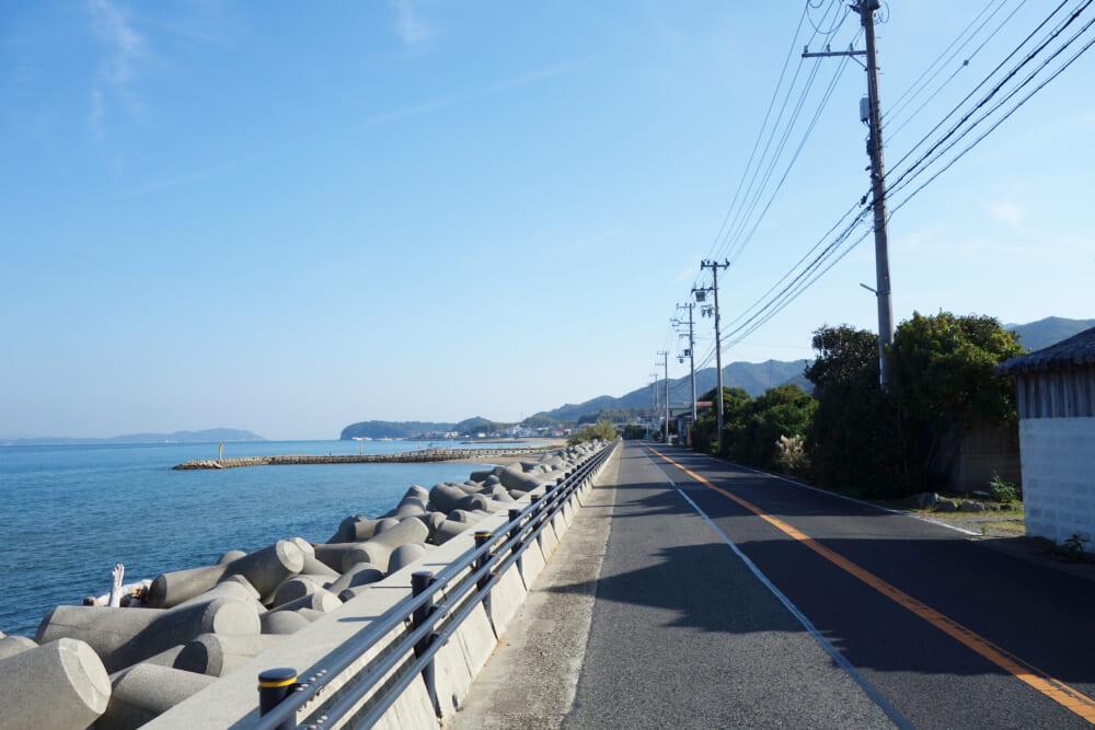 淡路島 海岸沿いの広い道