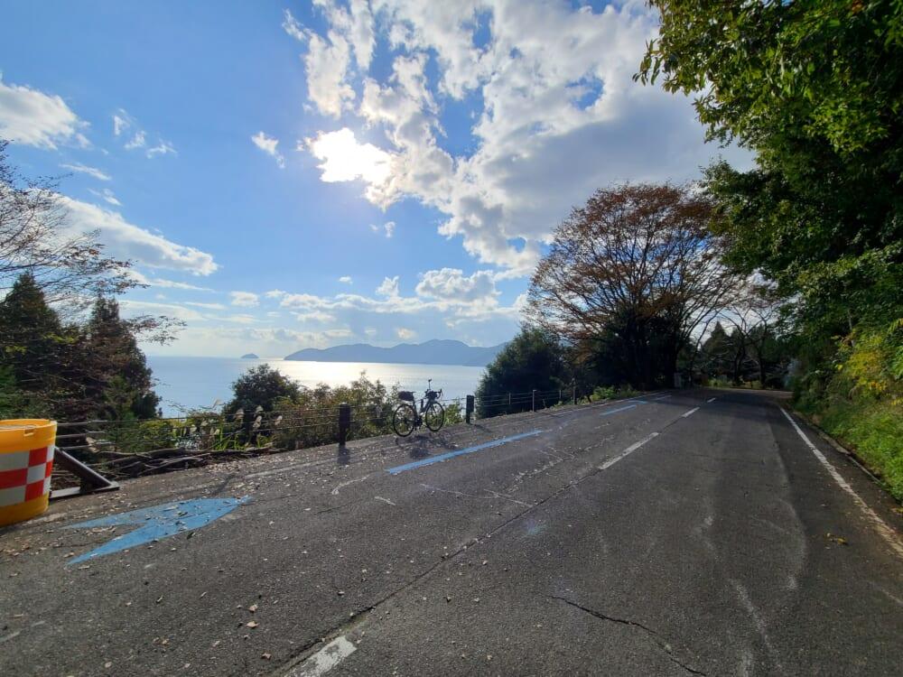 賤ヶ嶽隧道(しずがたけずいどう)を抜けた、ビワイチの最高地点