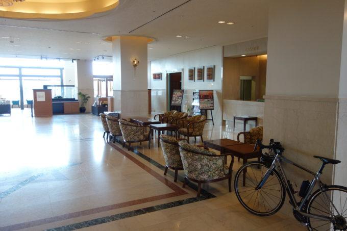 ビワイチでの宿泊 今津サンブリッジホテル ロビー