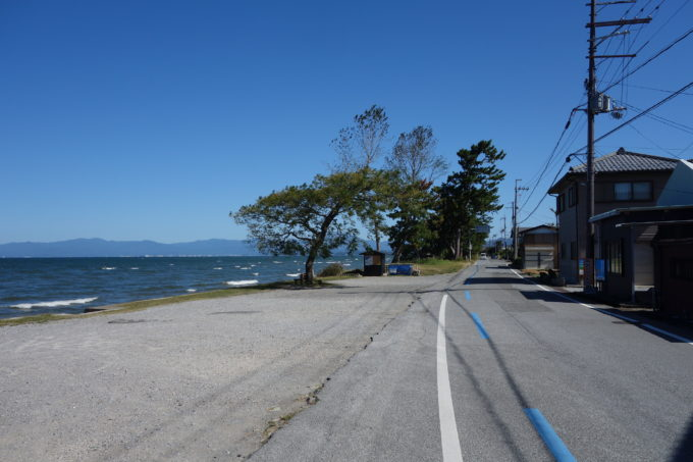 琵琶湖「あのベンチ」遠景