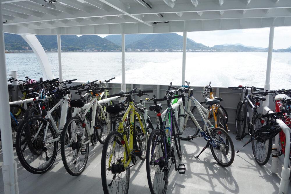 サイクルシップラズリ1階の自転車置きスペース