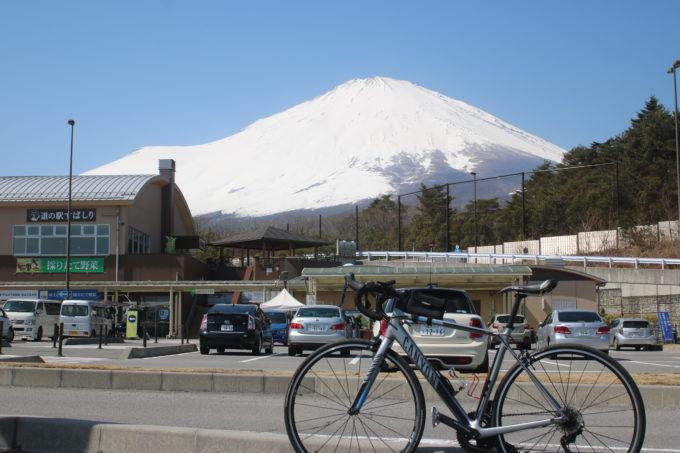 道の駅すばしりから見る富士山