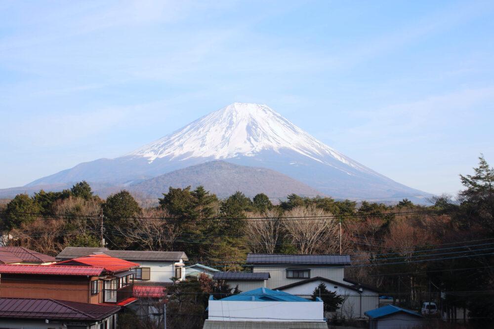 精進湖民宿村「丸慶」から見える富士山