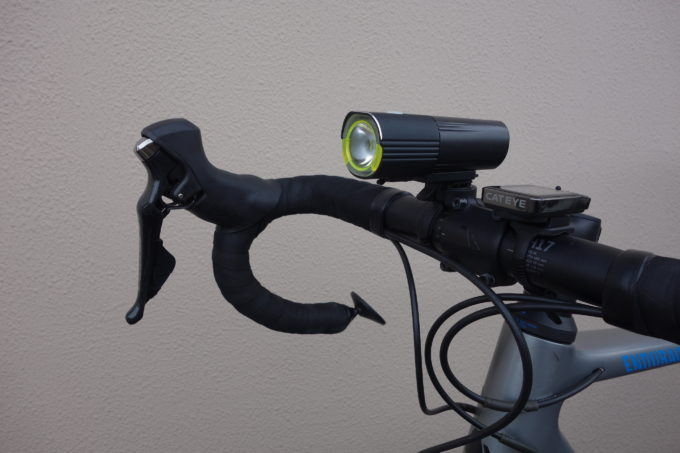 ロードバイク用自転車ライト ガシロンV9S1000の装着イメージ