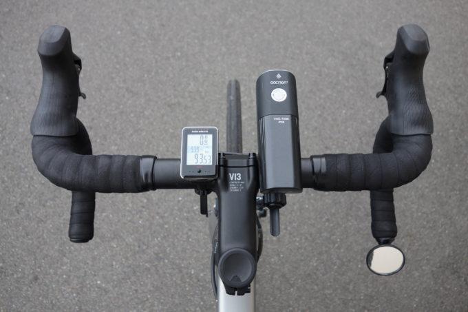 ロードバイク用自転車ライト ガシロンV9S1000の上からの装着イメージ