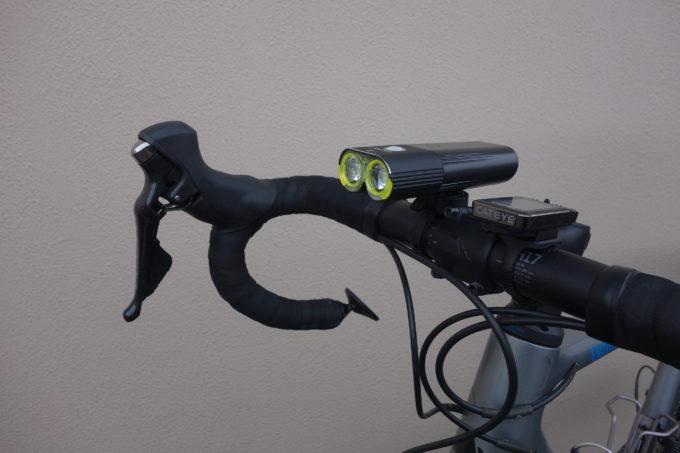ロードバイク用自転車ライト ガシロンV9D1600の装着イメージ