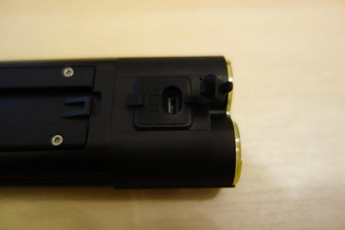 ガシロン フロントライトV9D-1600 リモコン用コネクタ