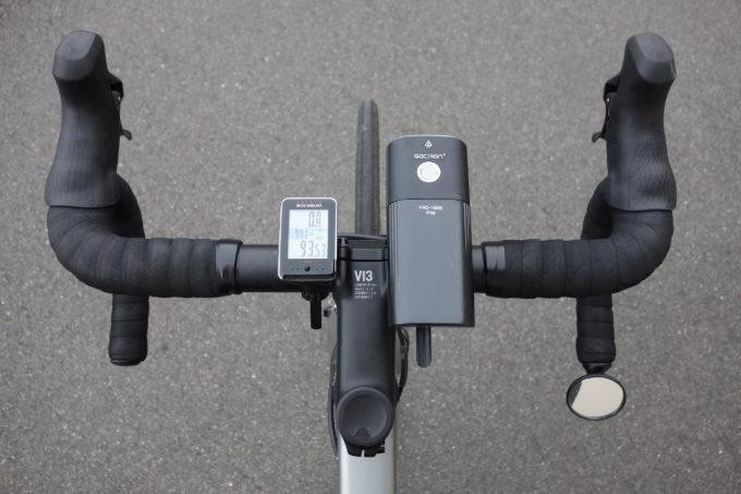 ロードバイク用自転車ライト ガシロンV9D1600の上からの装着イメージ