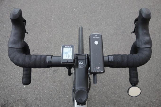 ロードバイク用自転車ライト ガシロンV9C800の上からの装着イメージ