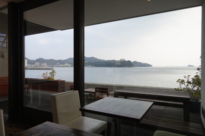 しまなみ海道・伯方島 パティスリー・ティーズカフェ玉屋 窓から見える海