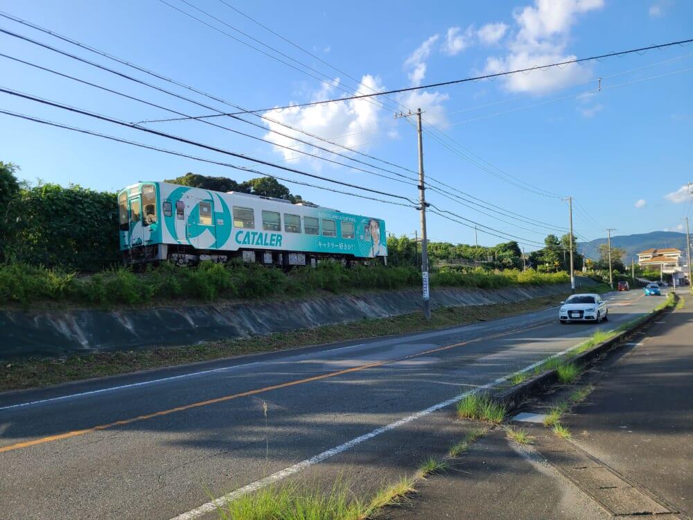三ヶ日の道路と天竜浜名湖鉄道