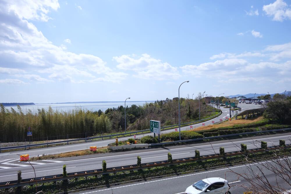 浜名湖周遊自転車道から見下ろす浜名湖サービスエリア