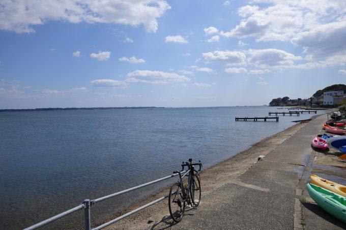 浜名湖一周サイクリング ハマイチの波打ち際の道