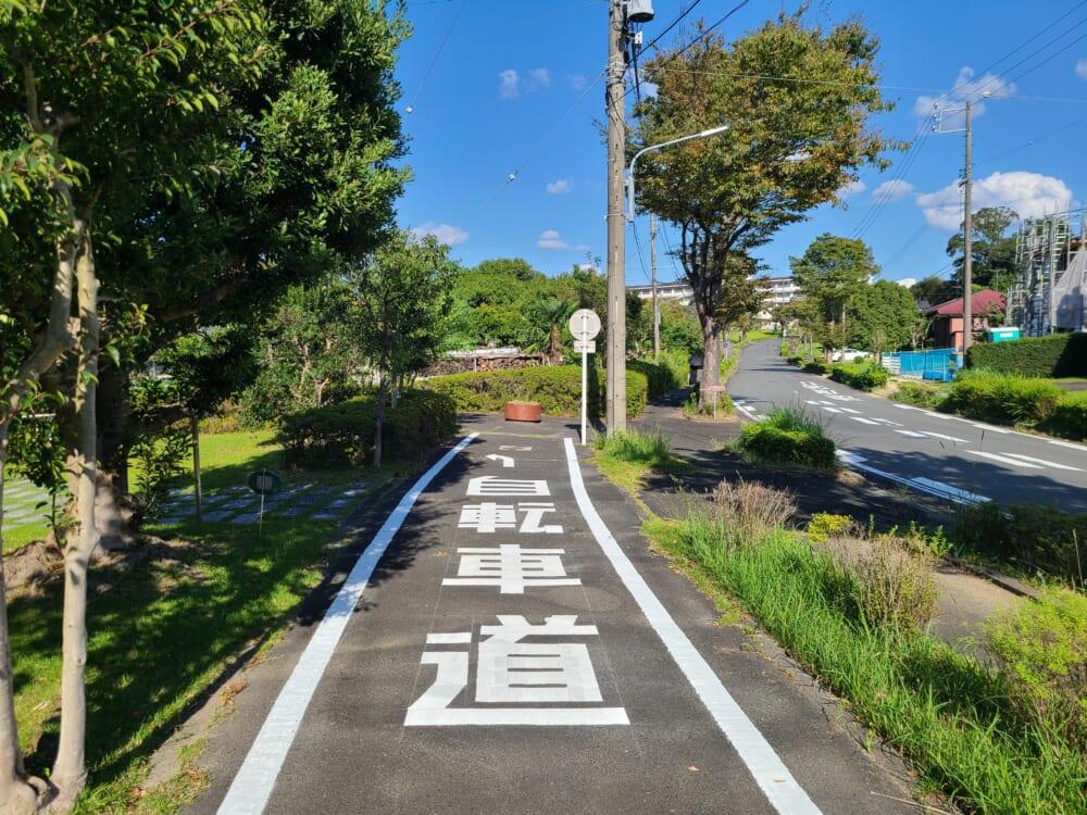 浜名湖サイクリングロードの赤い小さな看板