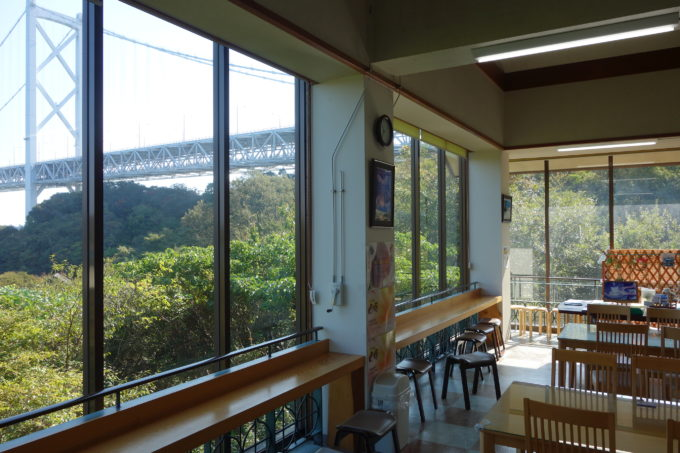しまなみ海道因島 はっさく屋店内から見る因島大橋