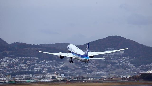 飛び立つ飛行機のイメージ