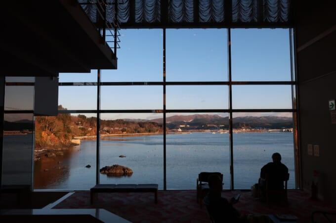 南三陸ホテル観洋 廊下の窓からの海景色