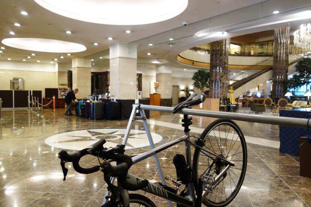 今治国際ホテル 自転車を置いているエントランス