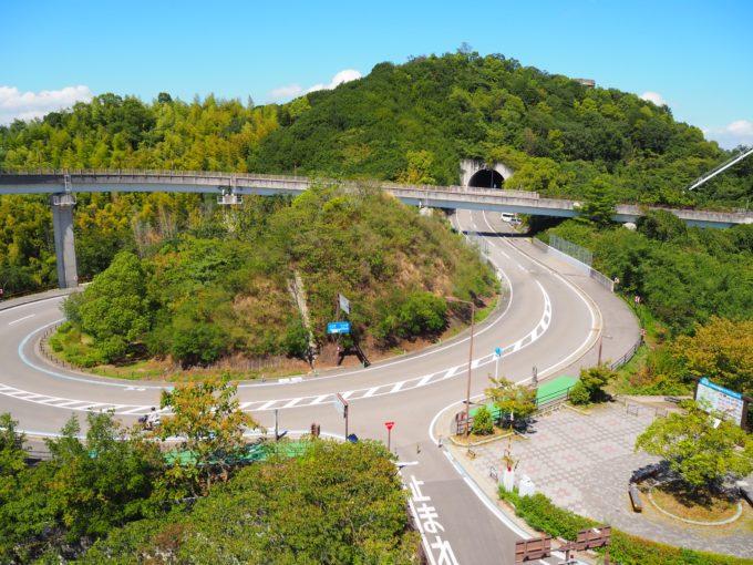 糸山トンネル入口の遠景