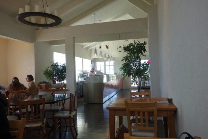 クラブハリエのパン工房 ジュブリルタン 店内カフェスペース