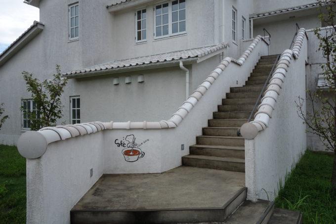 クラブハリエのパン工房 ジュブリルタン カフェへの階段