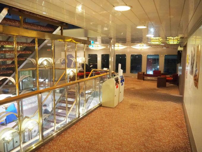 ジャンボフェリーの船内階段