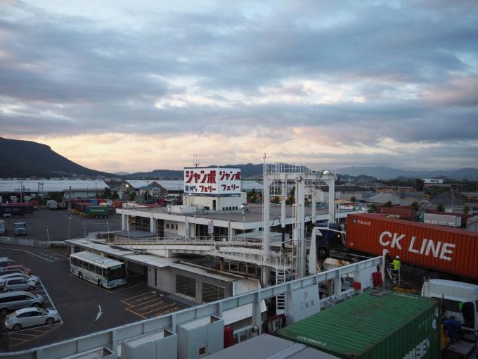 ジャンボフェリー高松東港の風景
