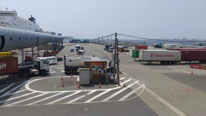 神戸三宮フェリーターミナル 駐車場の係員詰所