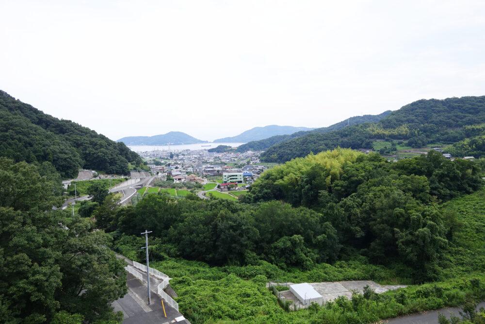 寒霞渓の内海ダムから見る街並み