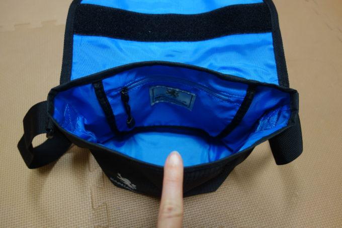 カペルミュール フロントバッグの内側